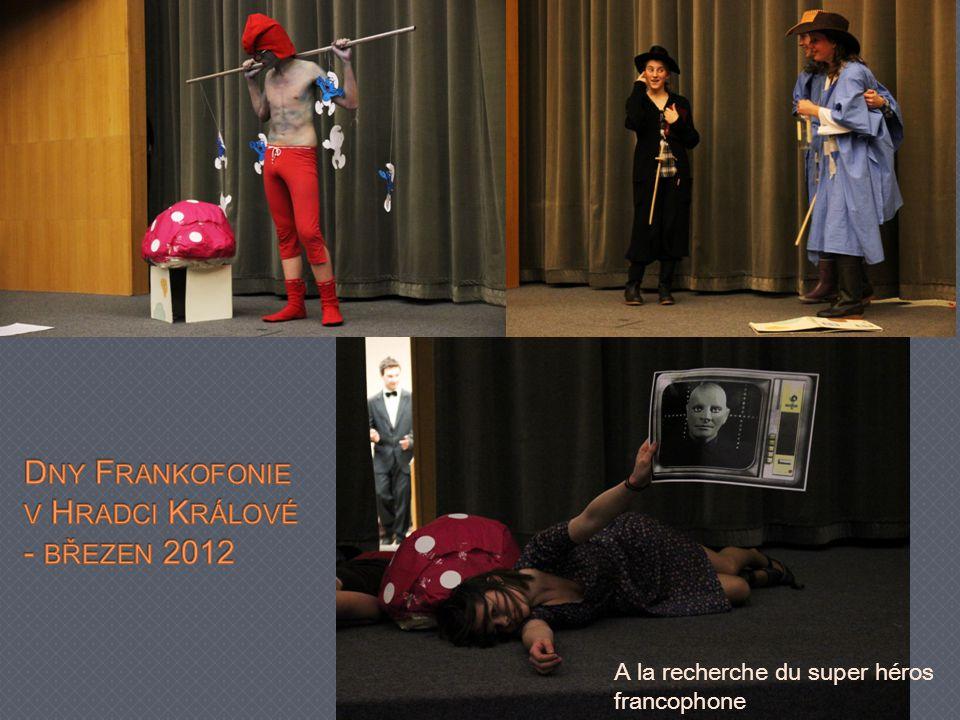 Studenti na mezinárodním festivale frankofonního divadla p ř edstavili svou hru A la recherche du super héros francophone.