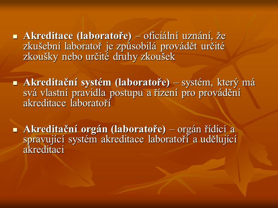 Akreditovaná laboratoř – zkušební laboratoř, jíž byla udělena akreditace Akreditovaná laboratoř – zkušební laboratoř, jíž byla udělena akreditace Akreditační kritéria (laboratoře) – soubor požadavků akreditačního orgánu, které musí zkušební laboratoř splnit, aby byla akreditována Akreditační kritéria (laboratoře) – soubor požadavků akreditačního orgánu, které musí zkušební laboratoř splnit, aby byla akreditována Posuzování laboratoře – přezkoušení zkušební laboratoře s cílem vyhodnotit její soulad s určitými akreditačními kritérii pro laboratoř Posuzování laboratoře – přezkoušení zkušební laboratoře s cílem vyhodnotit její soulad s určitými akreditačními kritérii pro laboratoř