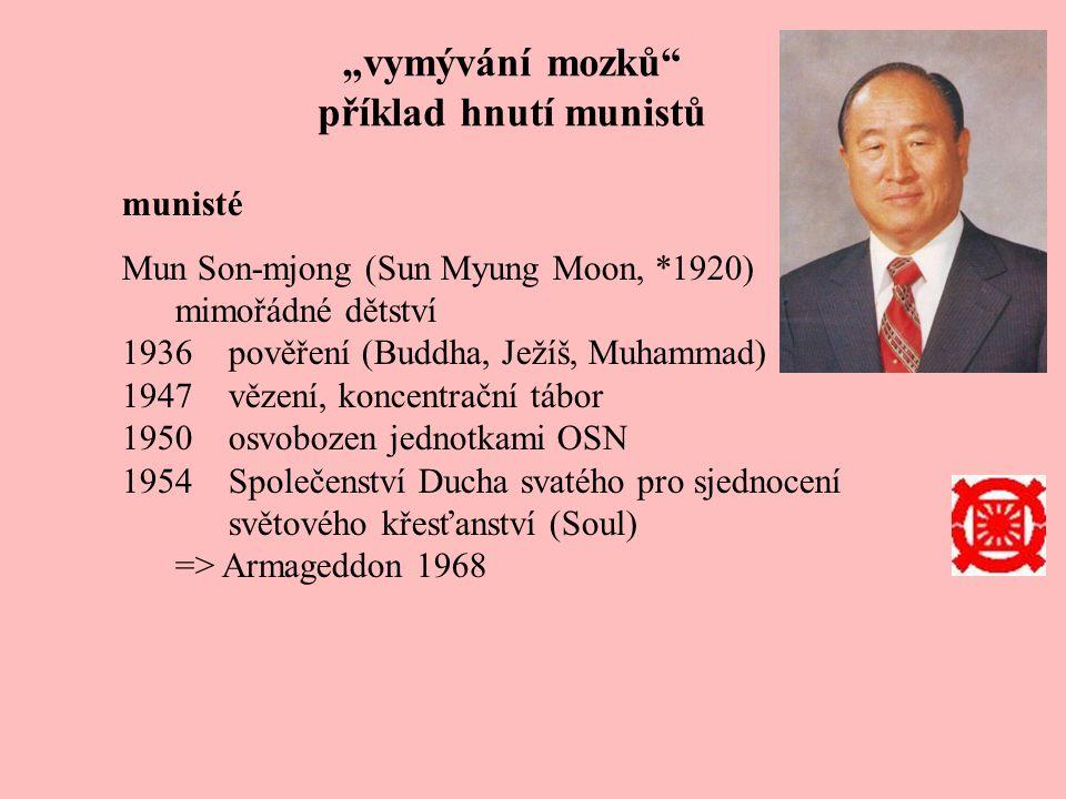 """""""vymývání mozků příklad hnutí munistů munisté Mun Son-mjong (Sun Myung Moon, *1920) mimořádné dětství 1936pověření (Buddha, Ježíš, Muhammad) 1947vězení, koncentrační tábor 1950osvobozen jednotkami OSN 1954Společenství Ducha svatého pro sjednocení světového křesťanství (Soul) => Armageddon 1968 1957""""Boží princip (""""Divine principle ) sňatek s Hak Ja Han (12 dětí) odchod do USA, konečné vítězství => 1981"""