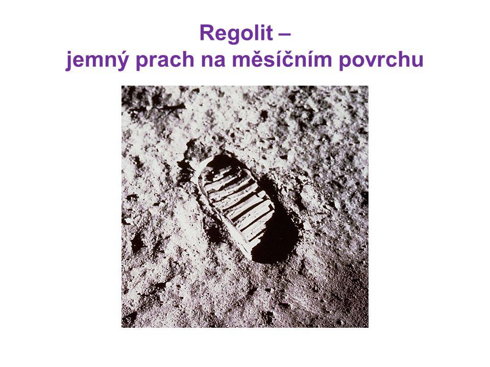 Regolit – jemný prach na měsíčním povrchu