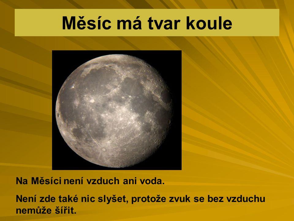 Povrch měsíce je chladný, nevydává své vlastní světlo, pouze odráží světlo sluneční.