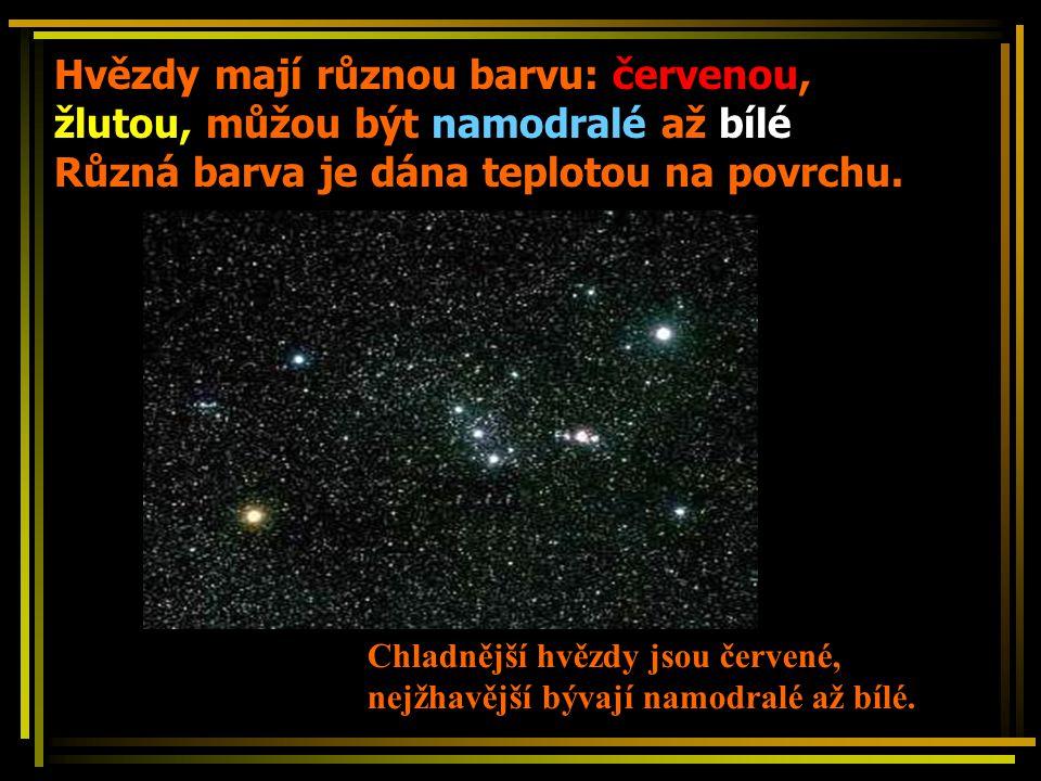 Hvězdy mají různou barvu: červenou, žlutou, můžou být namodralé až bílé Různá barva je dána teplotou na povrchu. Chladnější hvězdy jsou červené, nejžh