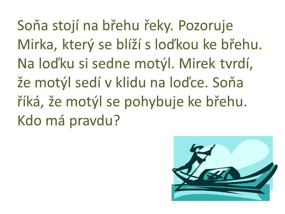 Soňa stojí na břehu řeky. Pozoruje Mirka, který se blíží s loďkou ke břehu.