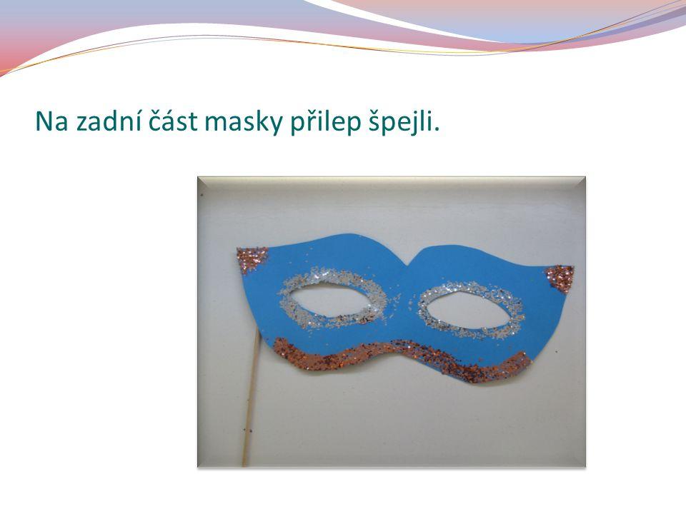 Na zadní část masky přilep špejli.