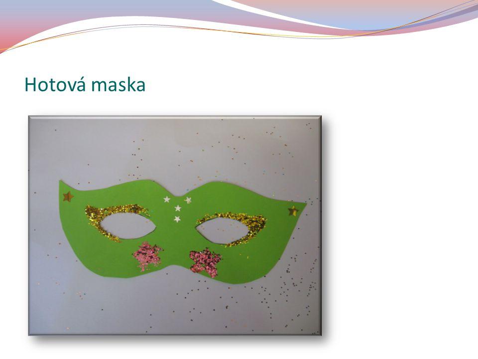 Na zadní stranu masky přilep špejli.