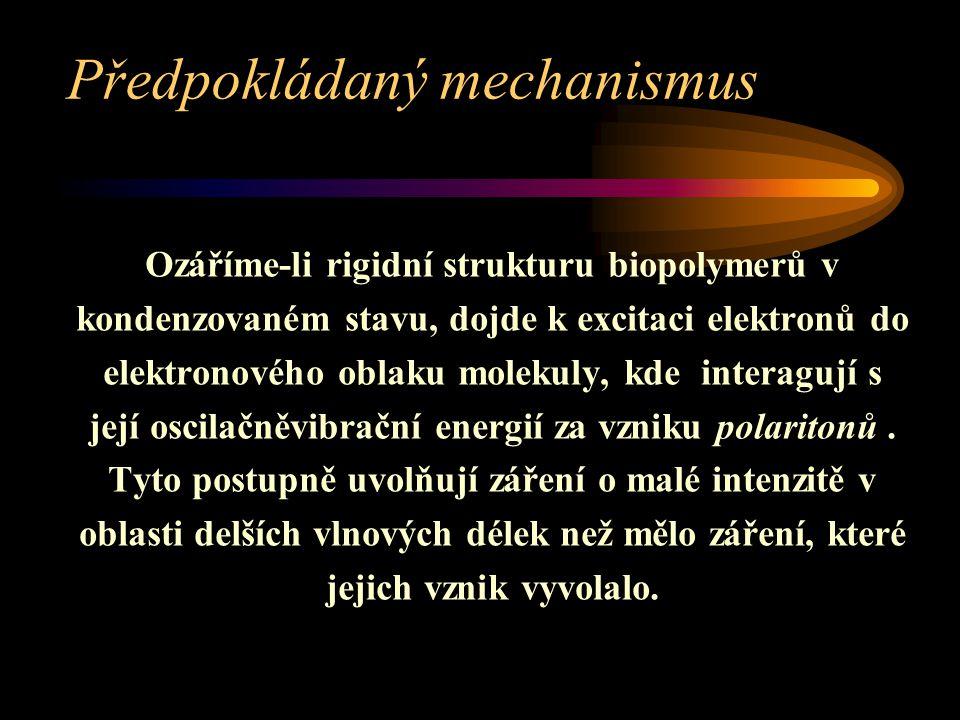 Předpokládaný mechanismus Ozáříme-li rigidní strukturu biopolymerů v kondenzovaném stavu, dojde k excitaci elektronů do elektronového oblaku molekuly,