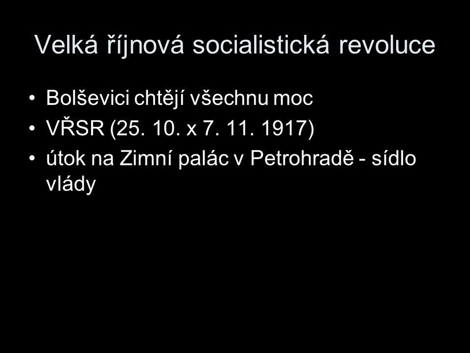 Velká říjnová socialistická revoluce Bolševici chtějí všechnu moc VŘSR (25. 10. x 7. 11. 1917) útok na Zimní palác v Petrohradě - sídlo vlády
