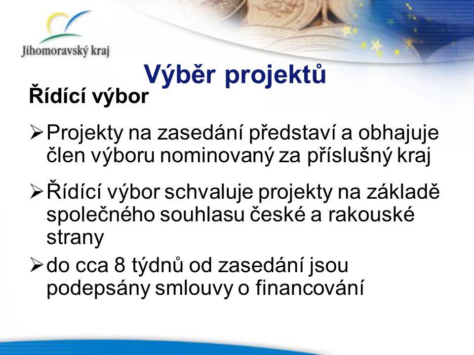 Výběr projektů Řídící výbor  Projekty na zasedání představí a obhajuje člen výboru nominovaný za příslušný kraj  Řídící výbor schvaluje projekty na základě společného souhlasu české a rakouské strany  do cca 8 týdnů od zasedání jsou podepsány smlouvy o financování