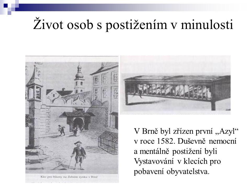 """Život osob s postižením v minulosti V Brně byl zřízen první """"Azyl"""" v roce 1582. Duševně nemocní a mentálně postižení byli Vystavování v klecích pro po"""