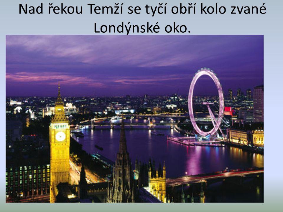 Nad řekou Temží se tyčí obří kolo zvané Londýnské oko.