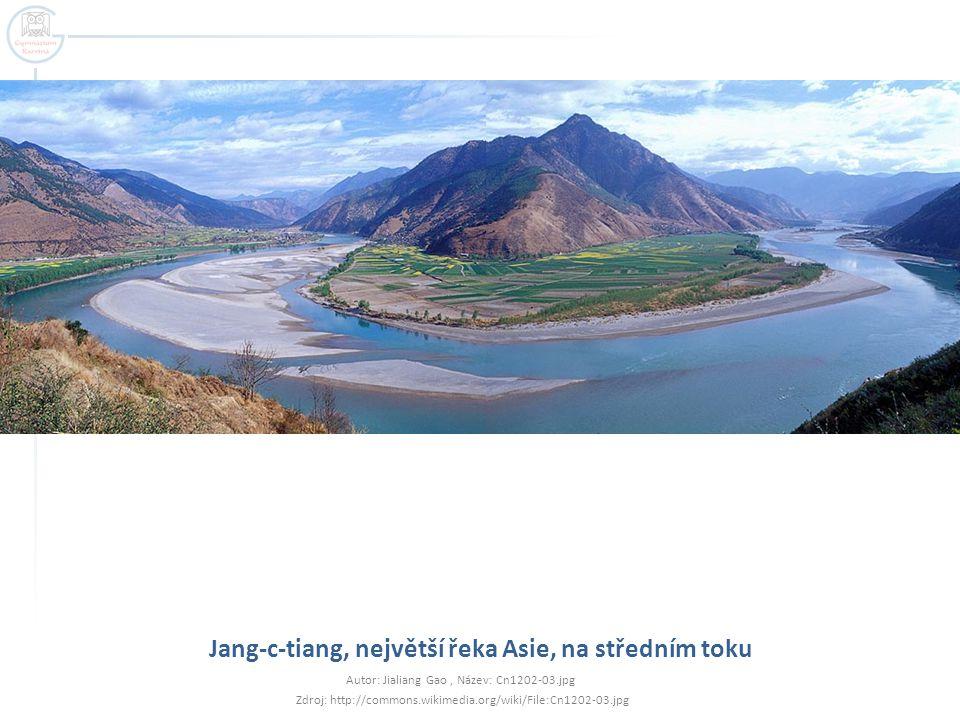 Jang-c-tiang, největší řeka Asie, na středním toku Autor: Jialiang Gao, Název: Cn1202-03.jpg Zdroj: http://commons.wikimedia.org/wiki/File:Cn1202-03.j