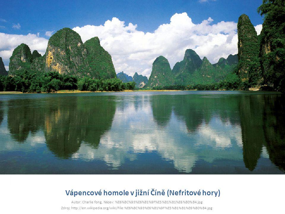 Vápencové homole v jižní Číně (Nefritové hory) Autor: Charlie fong, Název: %E6%BC%93%E6%B1%9F%E5%B1%B1%E6%B0%B4.jpg Zdroj: http://en.wikipedia.org/wik