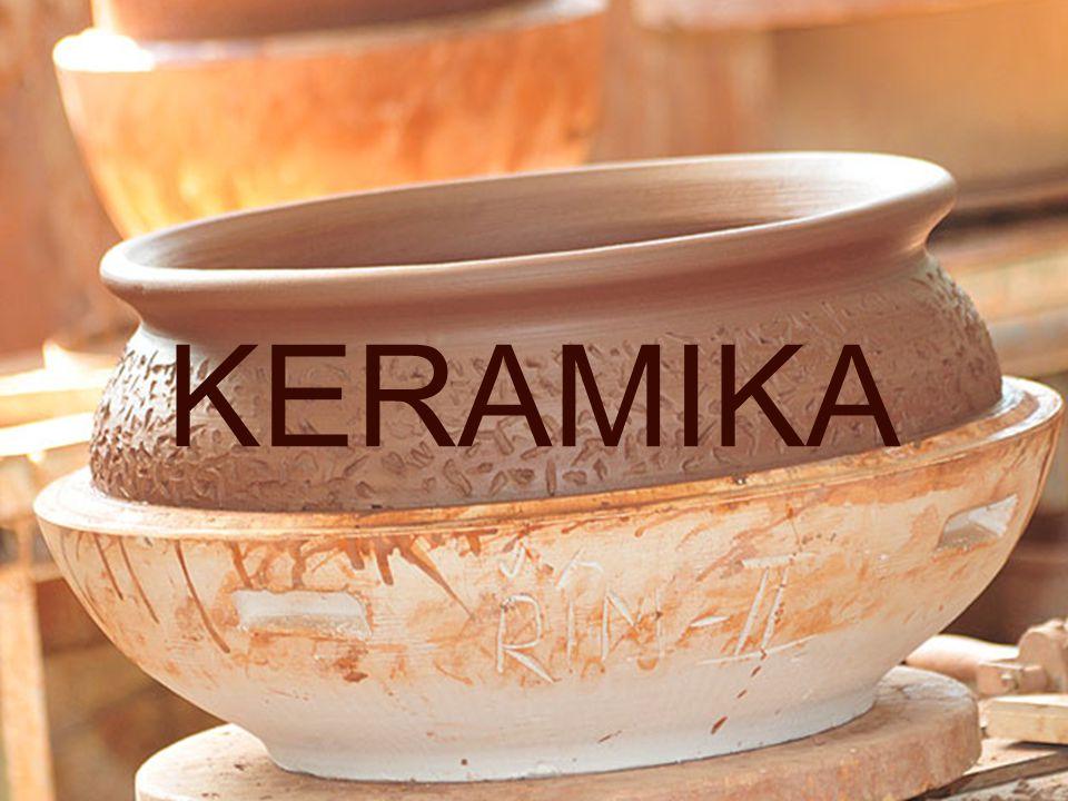 Pórovina – bělina má bílý pórovitý střep – je opatřená glazurou podobný sortiment jako z porcelánu – obkladačky, nápojové a stolní nádobí Terakota má střep různé struktury, barvy cihlově červené, žlutavé až bělavé, zpravidla neglazovaný výroba uměleckých předmětů (př.