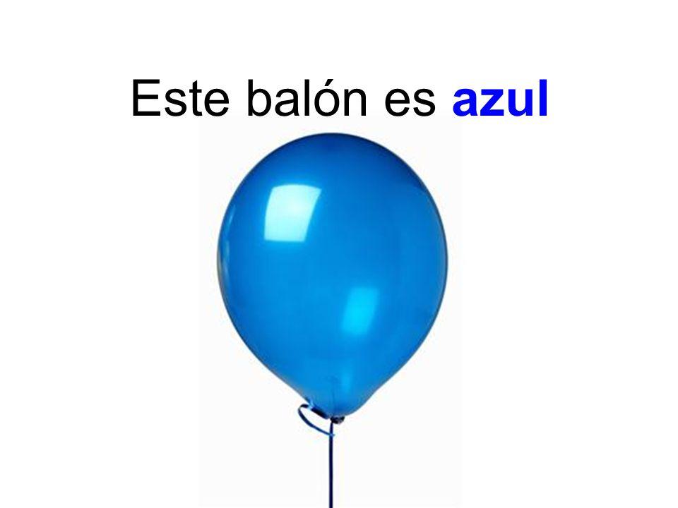 Este balón es azul