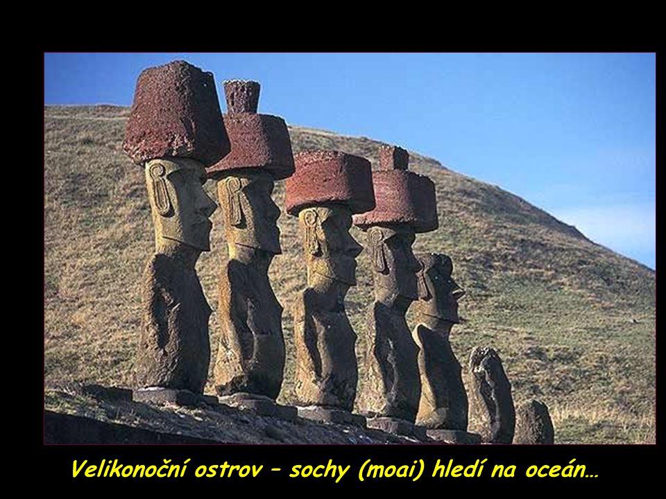 Velikonoční ostrov – záhadné sochy (moai)
