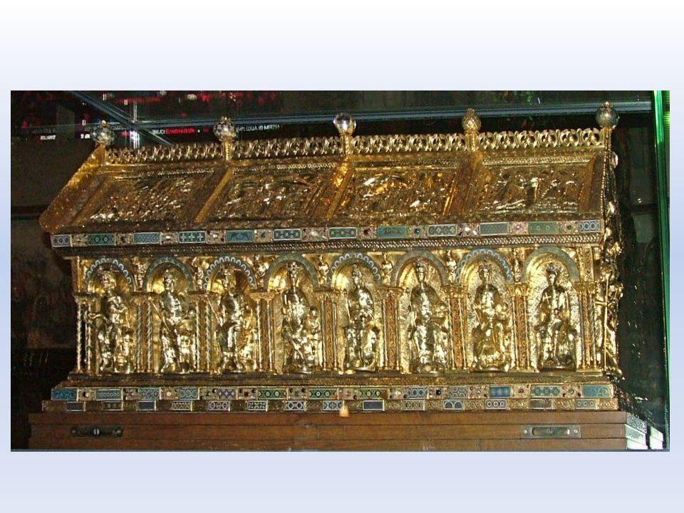 Správa země Neexistuje centrum- panovník neustále cestuje Oblíbené místo Aachen (Cáchy) později korunovační místo římských králů- pohřben Země rozděle