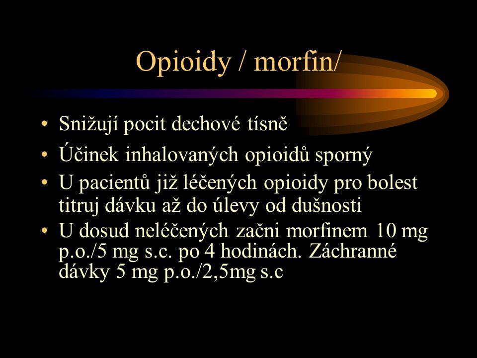 Opioidy / morfin/ Snižují pocit dechové tísně Účinek inhalovaných opioidů sporný U pacientů již léčených opioidy pro bolest titruj dávku až do úlevy od dušnosti U dosud neléčených začni morfinem 10 mg p.o./5 mg s.c.