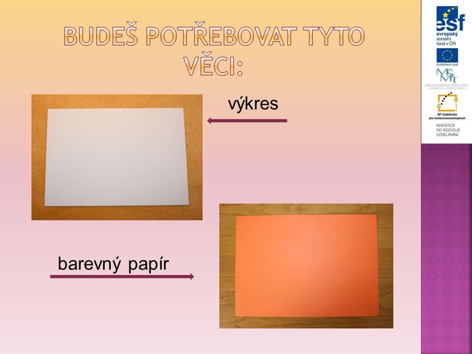 7.Barevný papír položíme na šablonu.