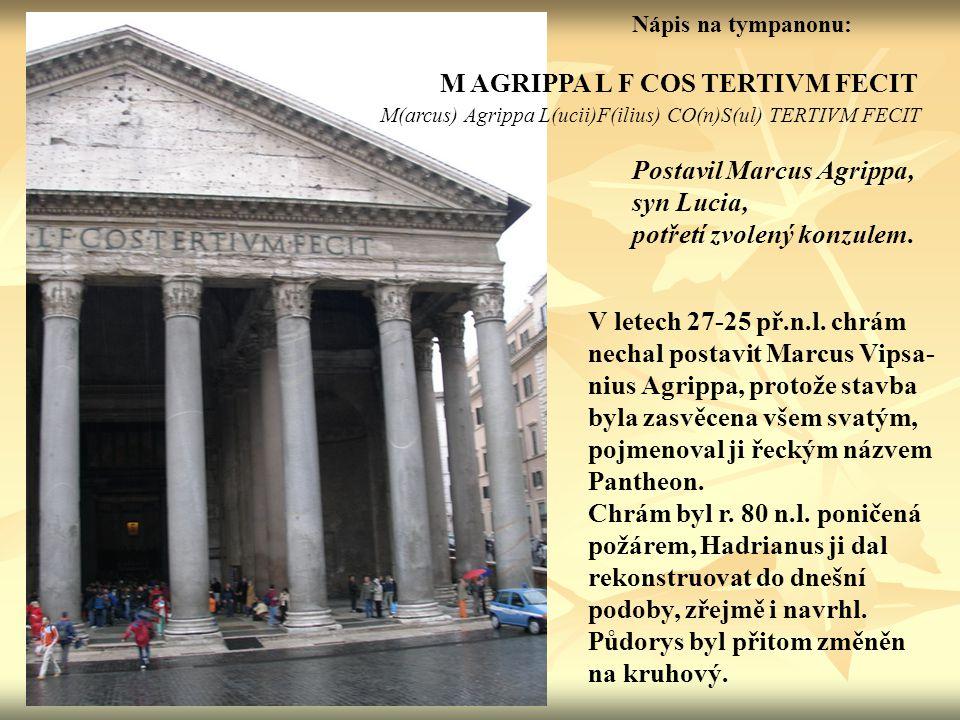 Nápis na tympanonu: M AGRIPPA L F COS TERTIVM FECIT M(arcus) Agrippa L(ucii)F(ilius) CO(n)S(ul) TERTIVM FECIT Postavil Marcus Agrippa, syn Lucia, potř