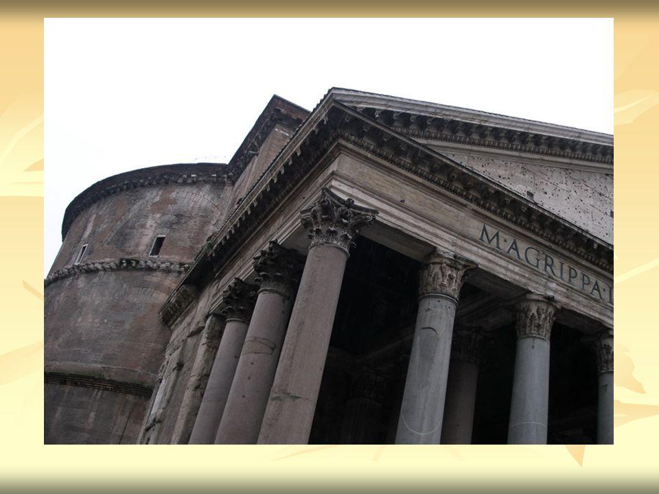 Do chrámu se vchází monumentální částí, která se nazývá portikus.