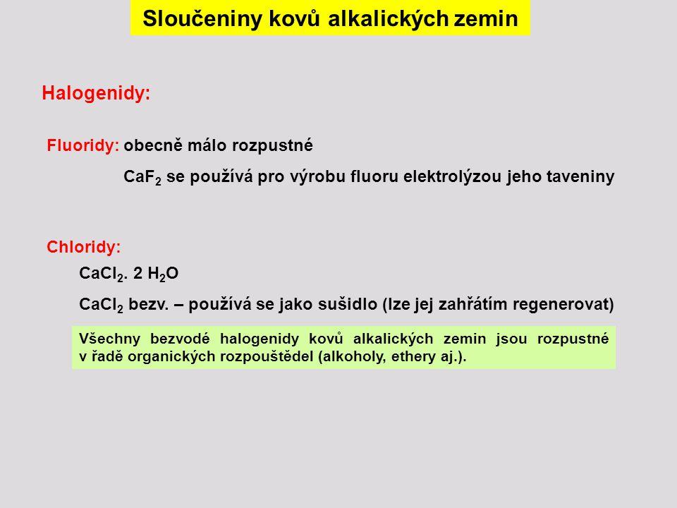 Sloučeniny kovů alkalických zemin Halogenidy: Fluoridy: obecně málo rozpustné CaF 2 se používá pro výrobu fluoru elektrolýzou jeho taveniny Chloridy:
