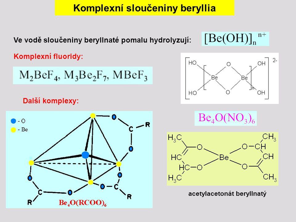 Komplexní sloučeniny beryllia Komplexní fluoridy: Ve vodě sloučeniny beryllnaté pomalu hydrolyzují: Další komplexy: acetylacetonát beryllnatý