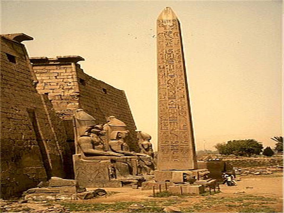 Chrám v Karnaku a Luksoru  K výstavbě hlavního jádra těchto dvou vesetských chrámů, Luxoru a Karnaku, s hypostylovými sály a pylony, bylo třeba veške