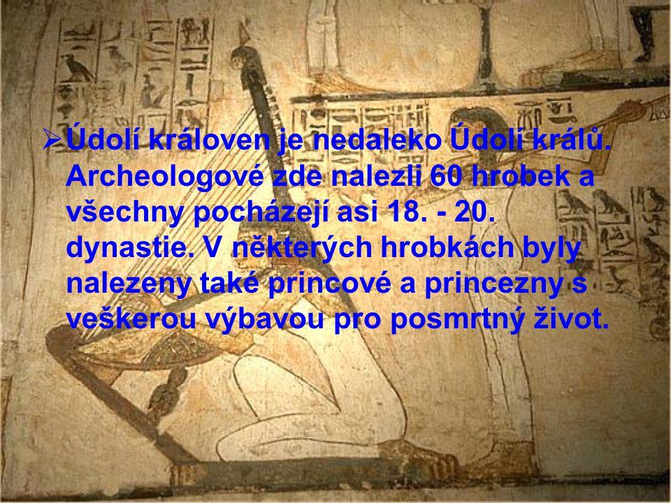  Údolí královen je nedaleko Údolí králů. Archeologové zde nalezli 60 hrobek a všechny pocházejí asi 18. - 20. dynastie. V některých hrobkách byly nal