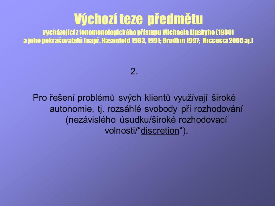 Výchozí teze předmětu vycházející z fenomenologického přístupu Michaela Lipskyho (1980) a jeho pokračovatelů (např. Hasenfeld 1983, 1991; Brodkin 1997