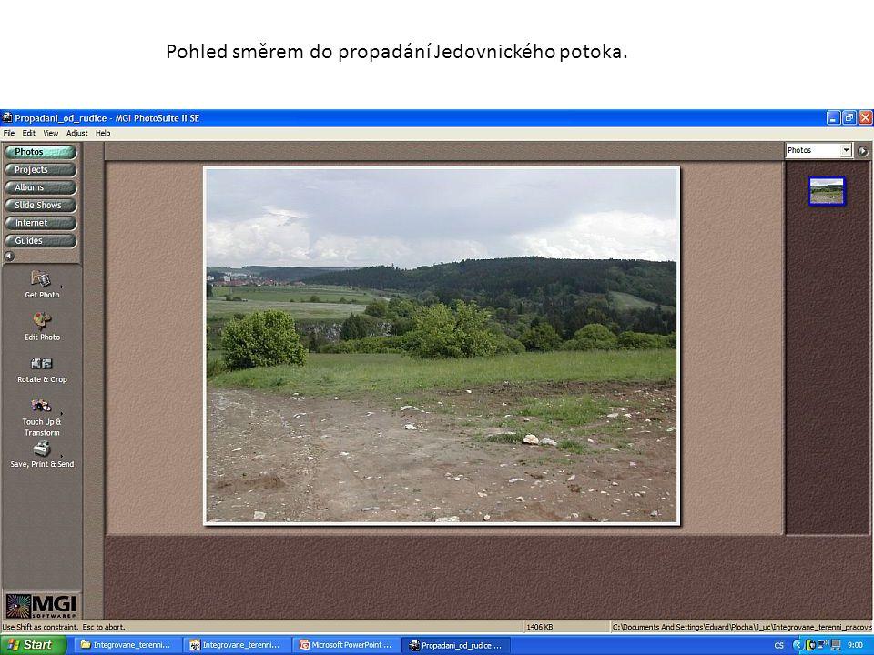 Pohled směrem do propadání Jedovnického potoka.