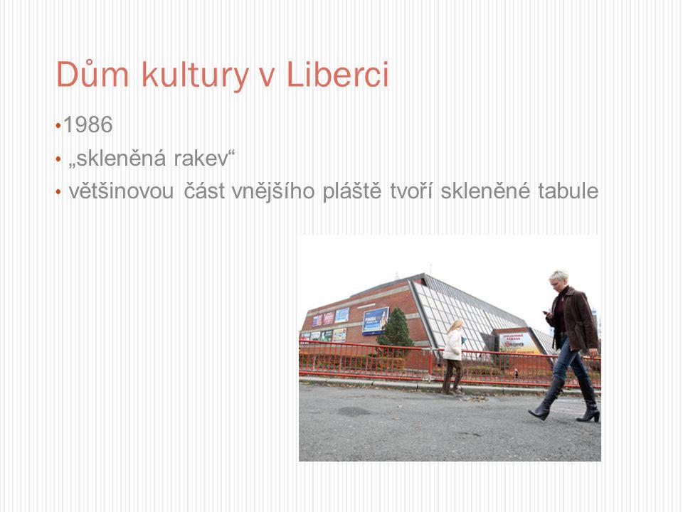 """Dům kultury v Liberci 1986 """"skleněná rakev"""" většinovou část vnějšího pláště tvoří skleněné tabule"""