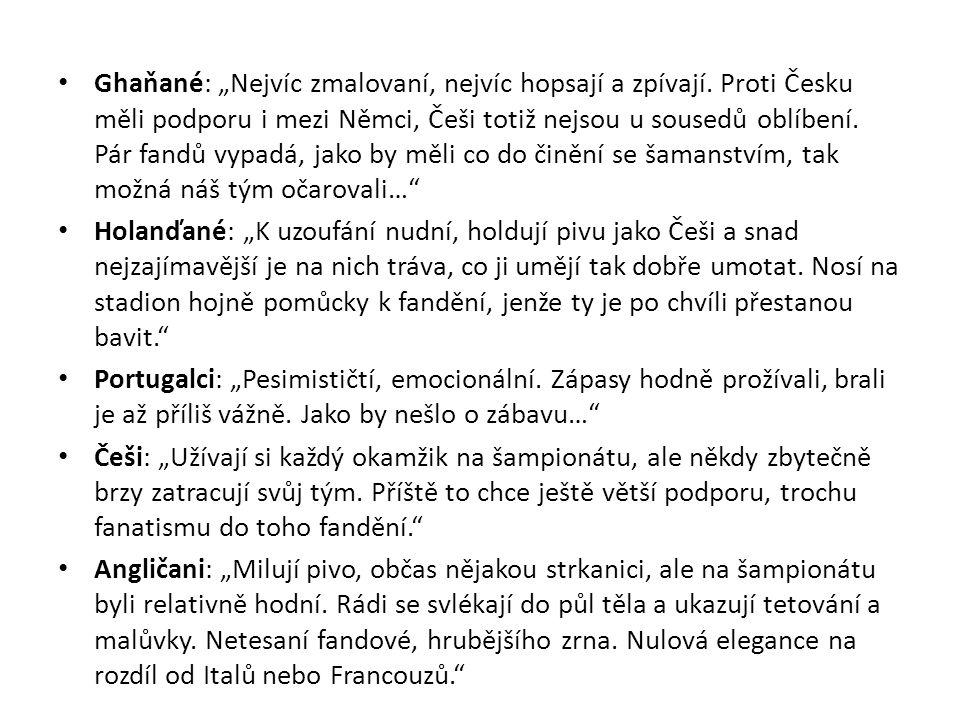 """Ghaňané: """"Nejvíc zmalovaní, nejvíc hopsají a zpívají. Proti Česku měli podporu i mezi Němci, Češi totiž nejsou u sousedů oblíbení. Pár fandů vypadá, j"""