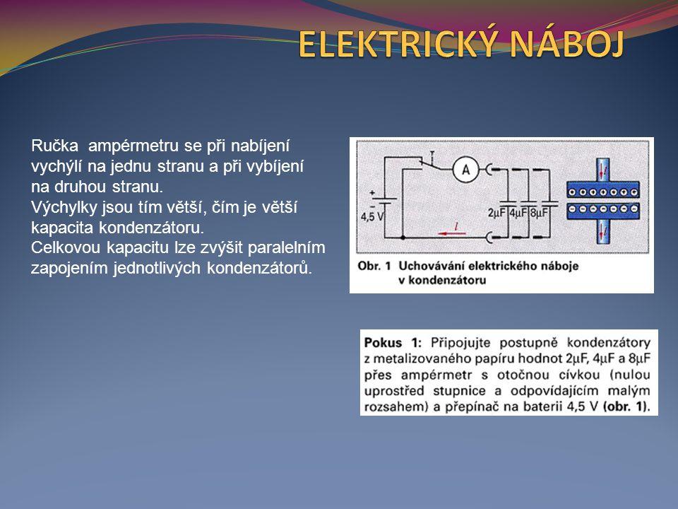 Ručka ampérmetru se při nabíjení vychýlí na jednu stranu a při vybíjení na druhou stranu. Výchylky jsou tím větší, čím je větší kapacita kondenzátoru.