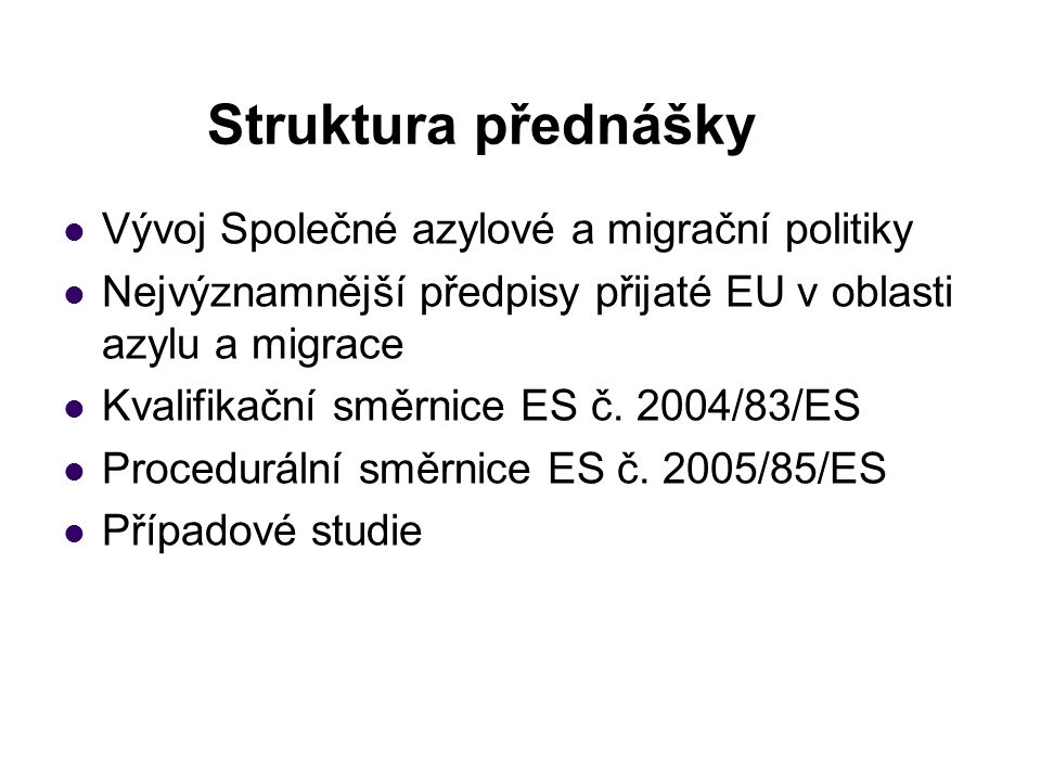 Struktura přednášky Vývoj Společné azylové a migrační politiky Nejvýznamnější předpisy přijaté EU v oblasti azylu a migrace Kvalifikační směrnice ES č.