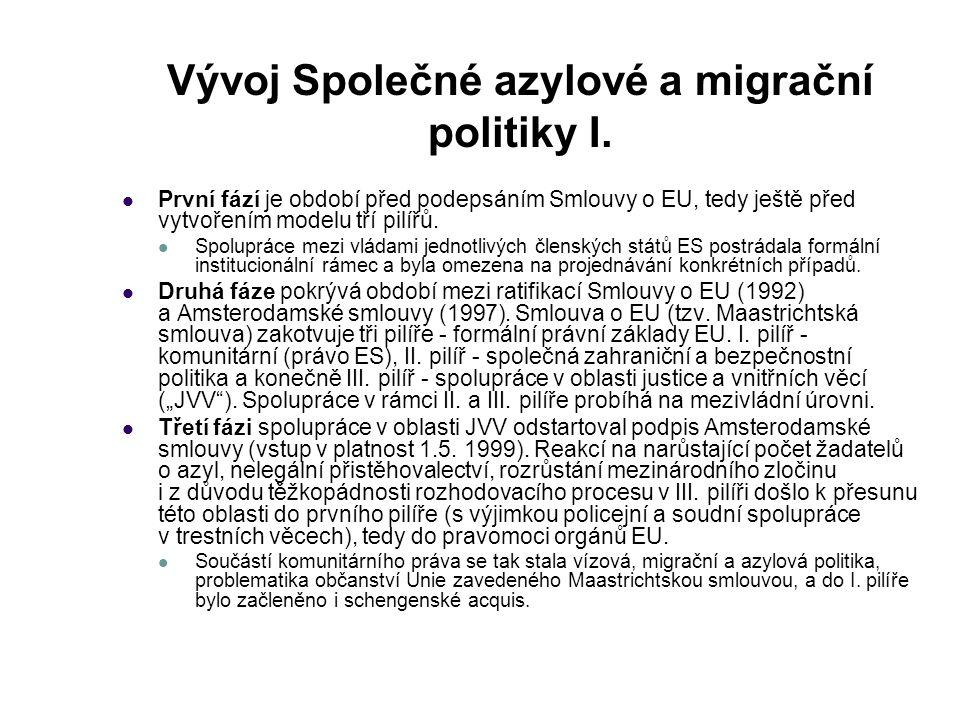Vývoj Společné azylové a migrační politiky I. První fází je období před podepsáním Smlouvy o EU, tedy ještě před vytvořením modelu tří pilířů. Spolupr