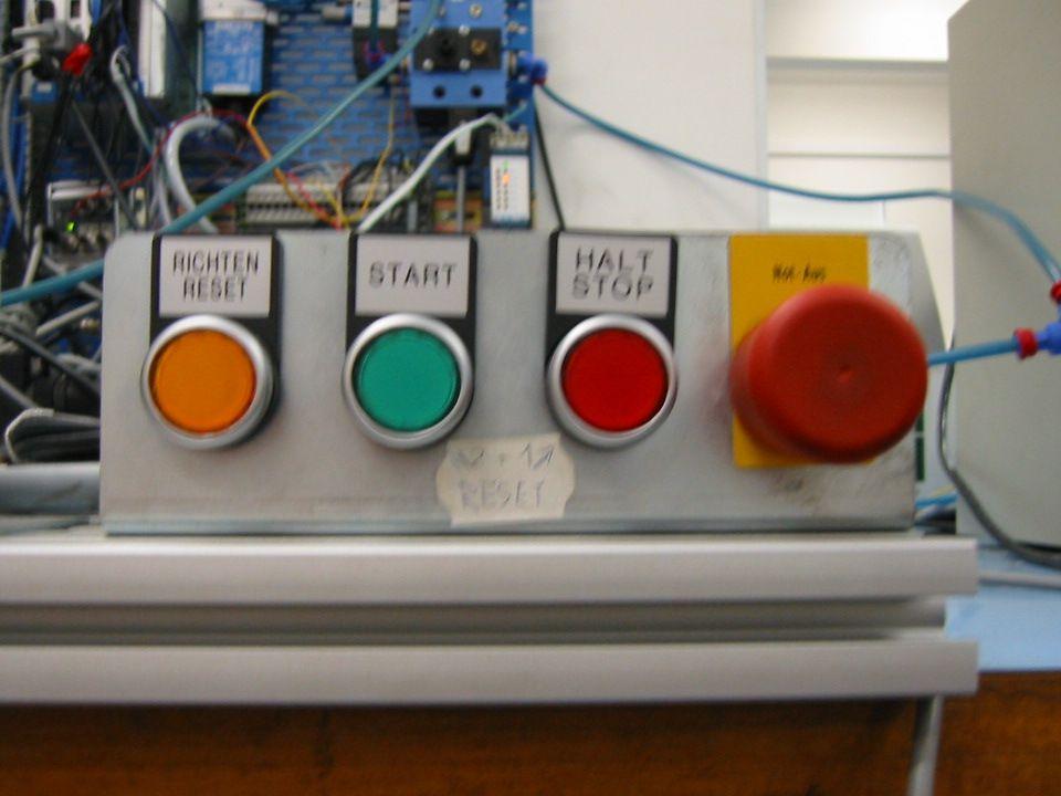 Uspořádání systémových tlačítek