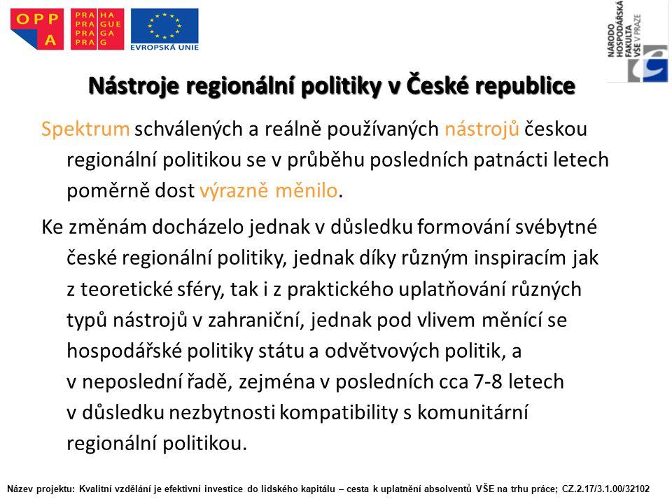 Nástroje regionální politiky v České republice Spektrum schválených a reálně používaných nástrojů českou regionální politikou se v průběhu posledních patnácti letech poměrně dost výrazně měnilo.