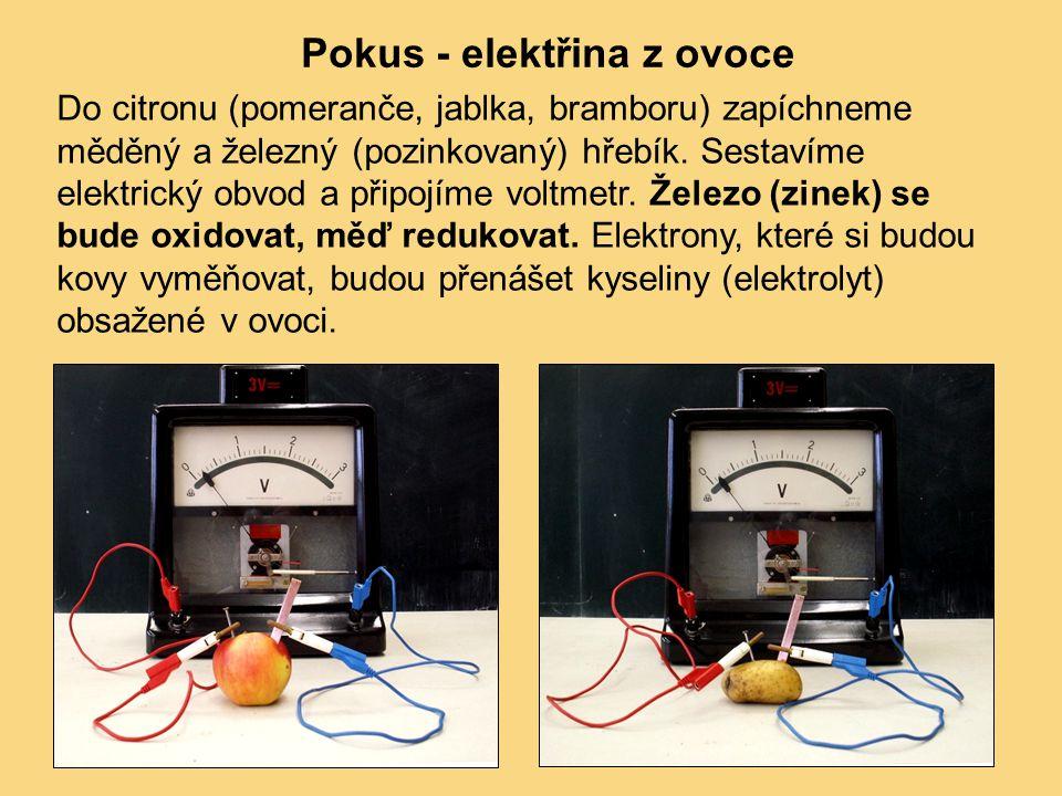 Pokus - elektřina z ovoce Do citronu (pomeranče, jablka, bramboru) zapíchneme měděný a železný (pozinkovaný) hřebík. Sestavíme elektrický obvod a přip