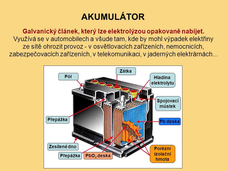 AKUMULÁTOR Galvanický článek, který lze elektrolýzou opakovaně nabíjet. Využívá se v automobilech a všude tam, kde by mohl výpadek elektřiny ze sítě o