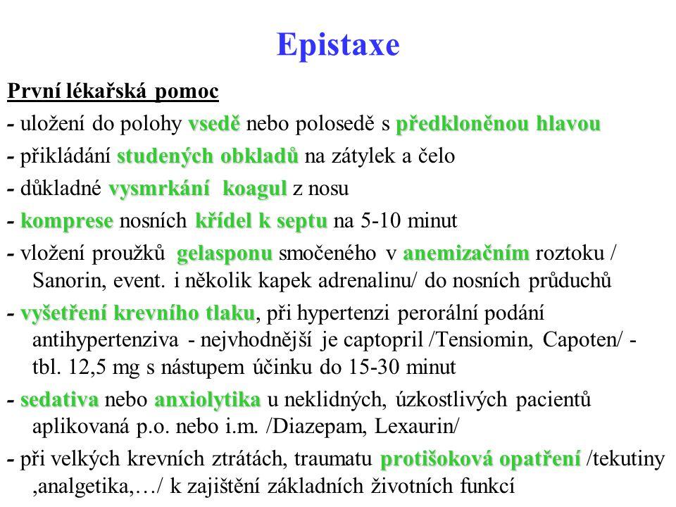Epistaxe První lékařská pomoc vseděpředkloněnou hlavou - uložení do polohy vsedě nebo polosedě s předkloněnou hlavou studených obkladů - přikládání st