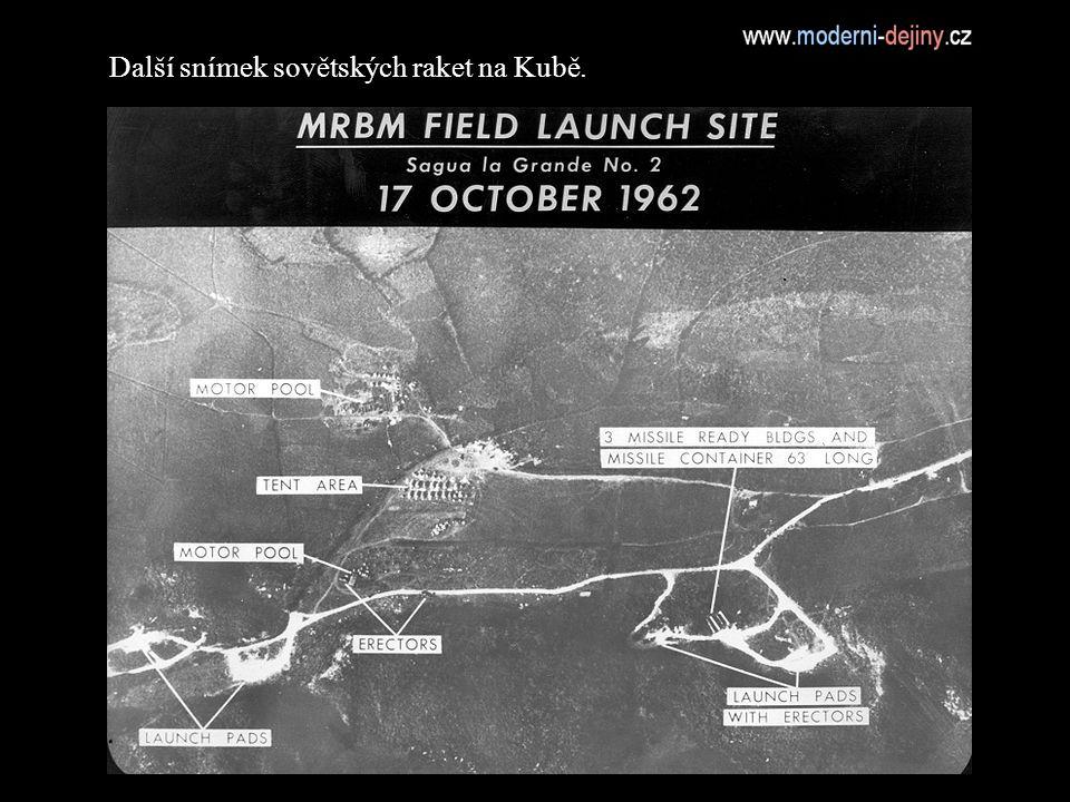 Další snímek sovětských raket na Kubě.