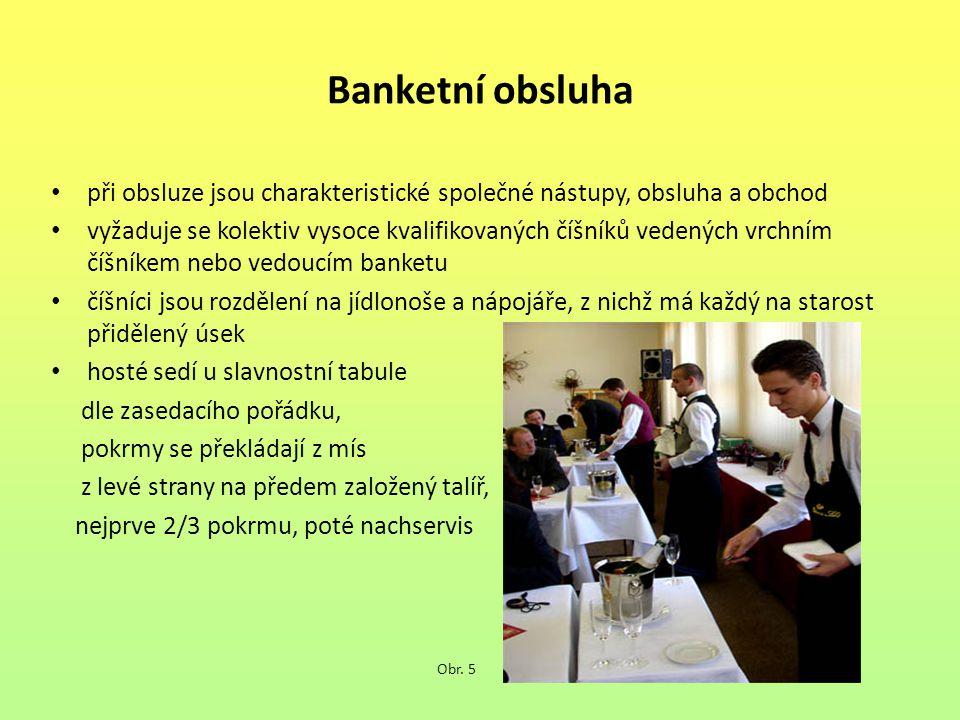 Banketní obsluha při obsluze jsou charakteristické společné nástupy, obsluha a obchod vyžaduje se kolektiv vysoce kvalifikovaných číšníků vedených vrchním číšníkem nebo vedoucím banketu číšníci jsou rozdělení na jídlonoše a nápojáře, z nichž má každý na starost přidělený úsek hosté sedí u slavnostní tabule dle zasedacího pořádku, pokrmy se překládají z mís z levé strany na předem založený talíř, nejprve 2/3 pokrmu, poté nachservis Obr.