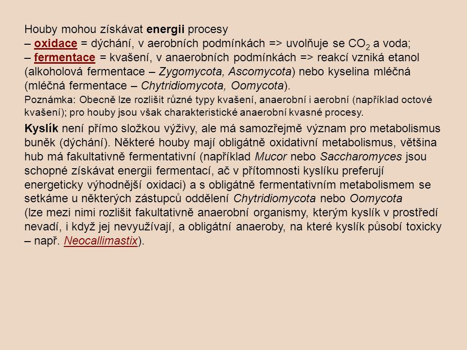 Houby mohou získávat energii procesy – oxidace = dýchání, v aerobních podmínkách => uvolňuje se CO 2 a voda;oxidace – fermentace = kvašení, v anaerobn