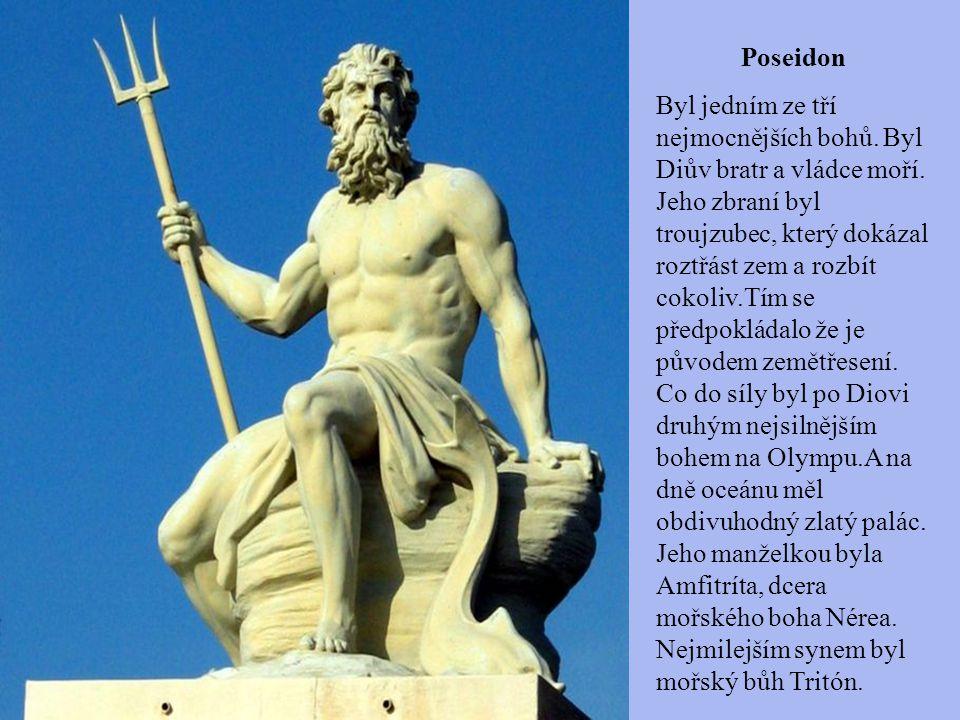 Poseidon Byl jedním ze tří nejmocnějších bohů. Byl Diův bratr a vládce moří. Jeho zbraní byl troujzubec, který dokázal roztřást zem a rozbít cokoliv.T