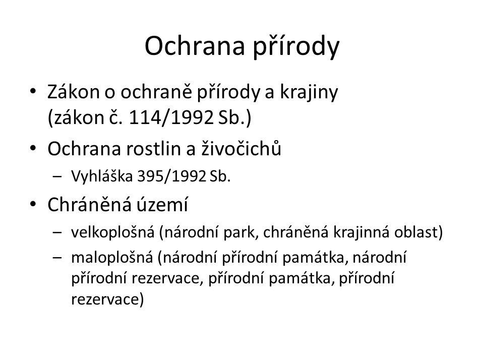 CHKO Třeboňsko rovinatá krajina obhospodařovaná člověkem rybníky, mezi nimi síť stok rašeliniště, meandrující řeky, mokřady 34.