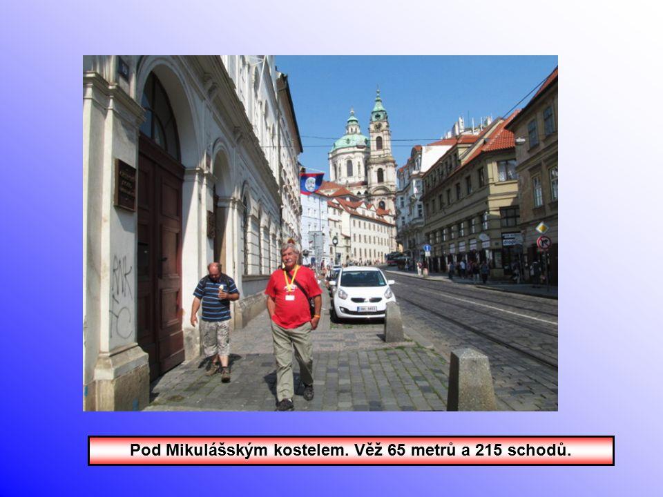 Pod Mikulášským kostelem. Věž 65 metrů a 215 schodů.