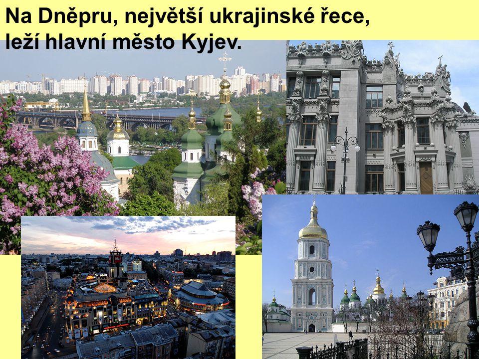 Na Dněpru, největší ukrajinské řece, leží hlavní město Kyjev.