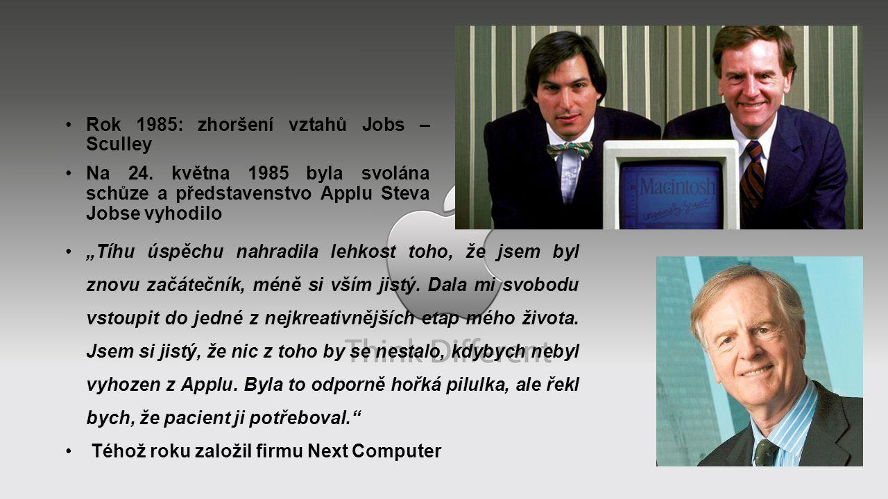 """Rok 1985: zhoršení vztahů Jobs – Sculley Na 24. května 1985 byla svolána schůze a představenstvo Applu Steva Jobse vyhodilo """"Tíhu úspěchu nahradila le"""