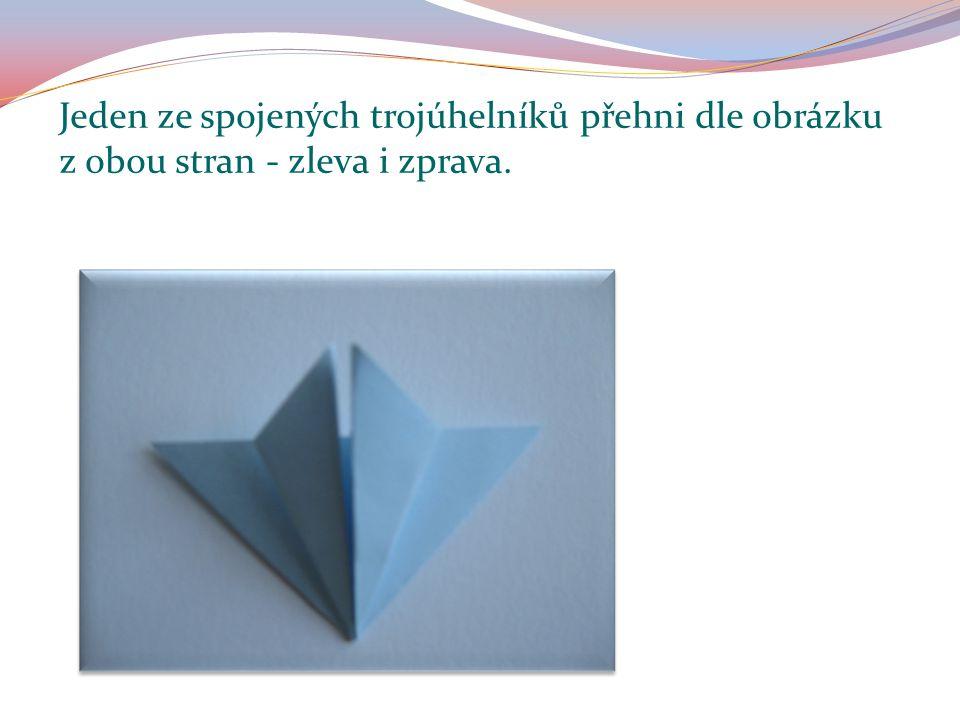 Jeden ze spojených trojúhelníků přehni dle obrázku z obou stran - zleva i zprava.
