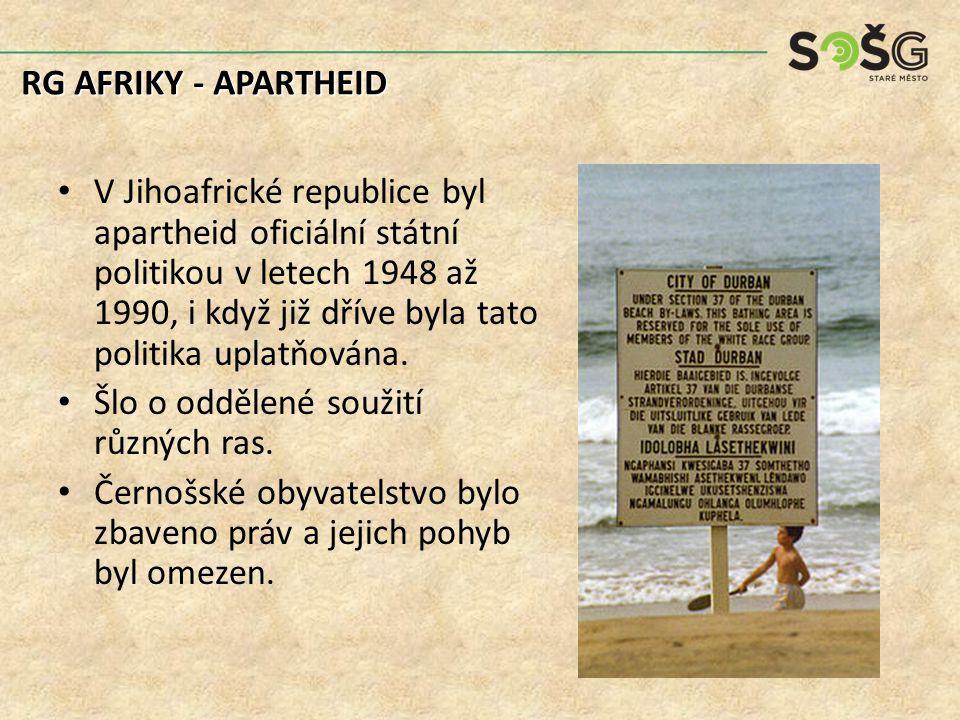 Konkrétní příklady politiky apartheidu: oddělení dopravních prostředků pro bělošské a takzvané barevné obyvatele.
